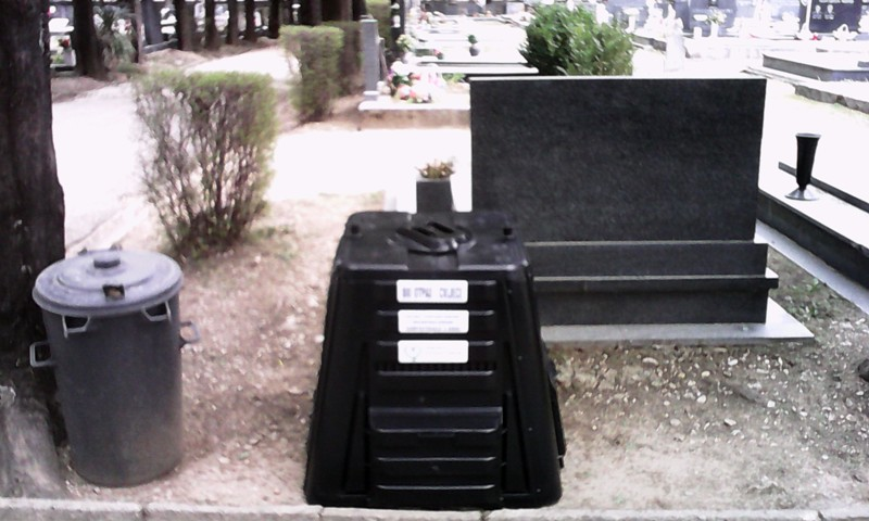 Postavljeni komposteri na kninskom groblju
