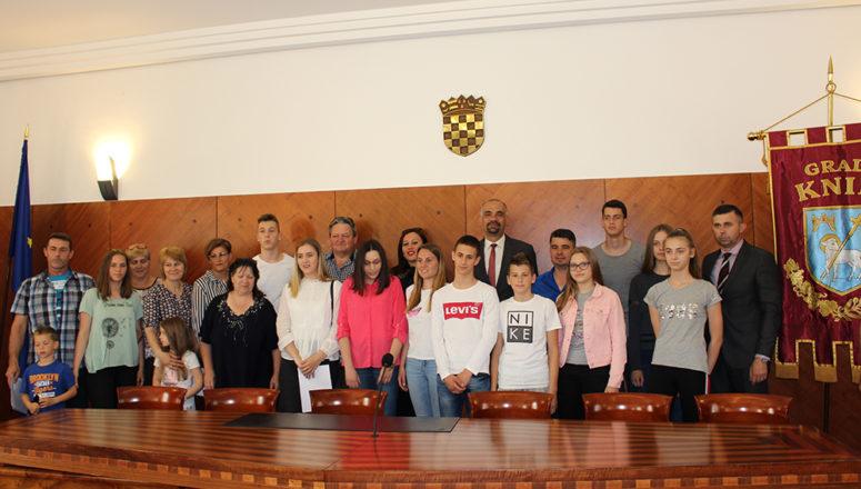 Održano svečano potpisivanje ugovora od dodjeli gradskih stipendija za 2018. godinu