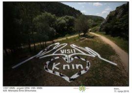 Milenijskom fotografijom VISIT KNIN gdina. Šime Strikomana kroz projekt VENI-VIDI-KNIN učenici, ekolozi i građani Knina promoviraju prirode i kulturne ljepote grada Knina i okolice