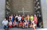 Sudionici 9. memorijalnog biciklističkog ultramaratona Vukovar – Knin – Dubrovnik zapalili svijeće kod spomenika 'Oluja 95'